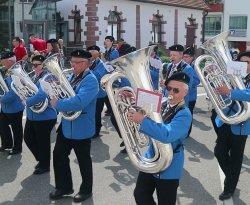 MV Uzwil-Henau zu Besuch in Althengstett - Marsch durch den Ort